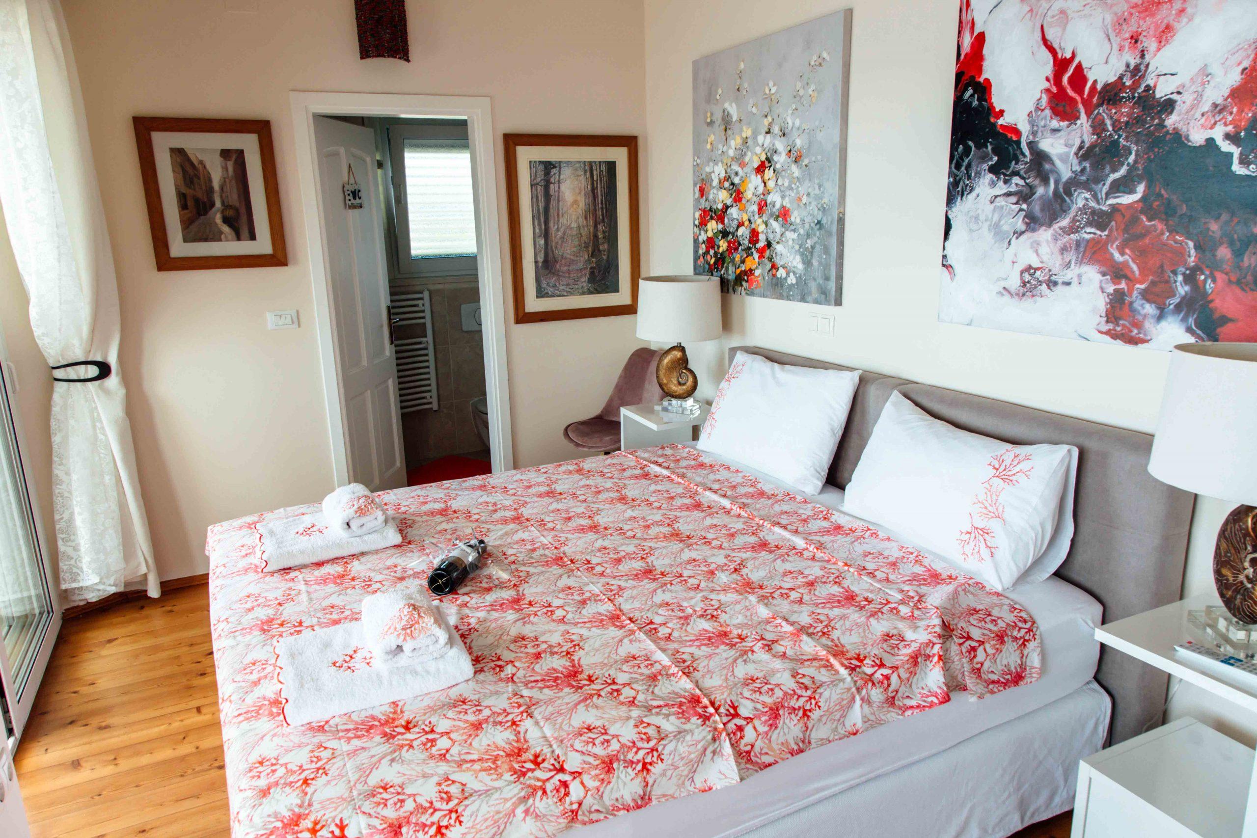 Ferienvilla SeaBreez am Meer Master Bedroom Schlafzimmer