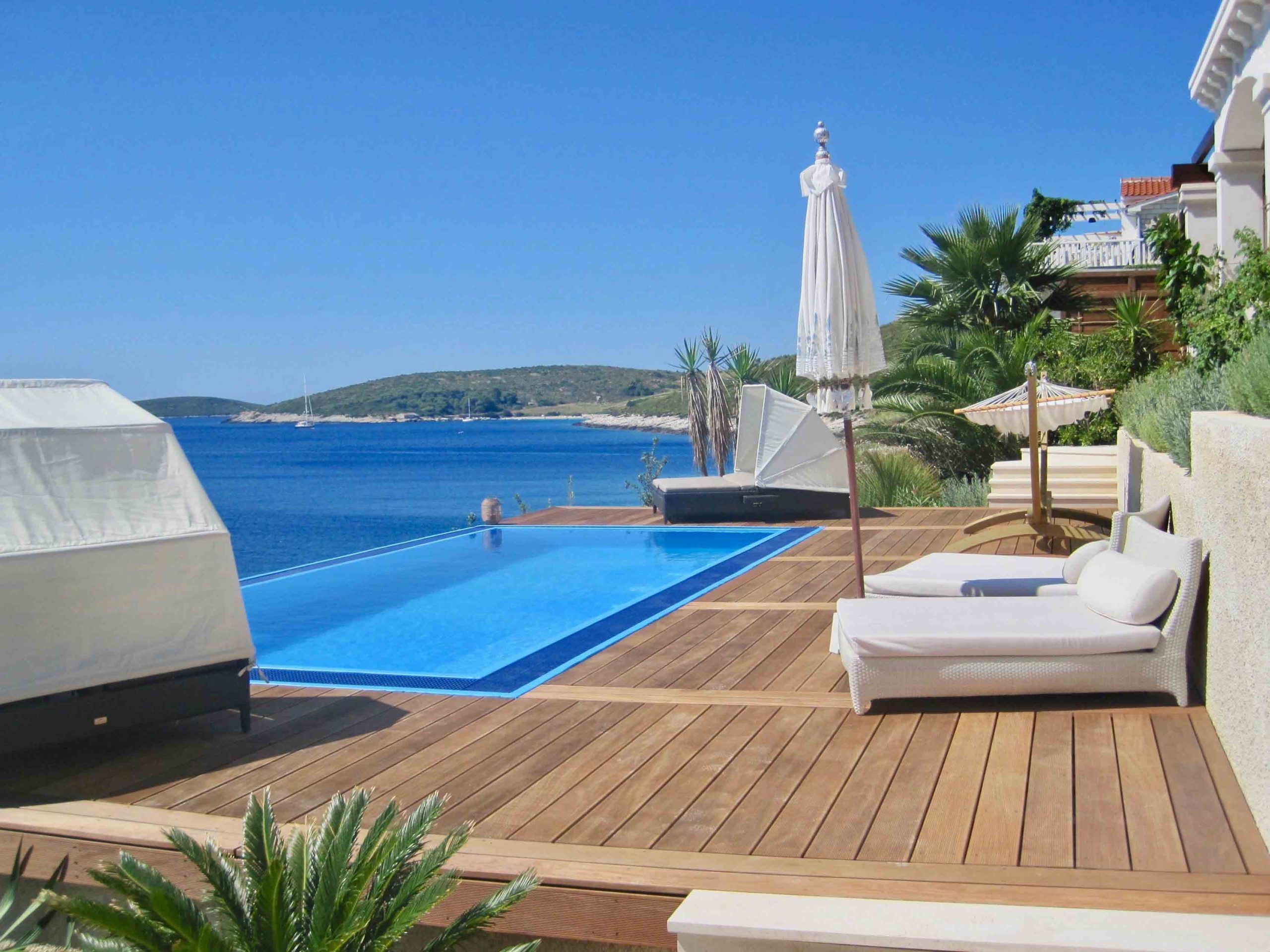 Seaside holiday villa - infinity pool